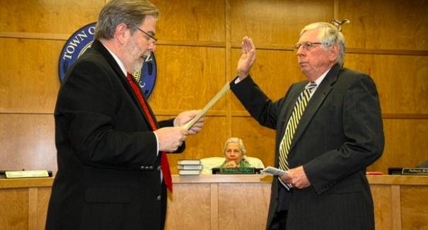 Humanist mayor in the U.S ditches bible and takes oath of office over the constitution.