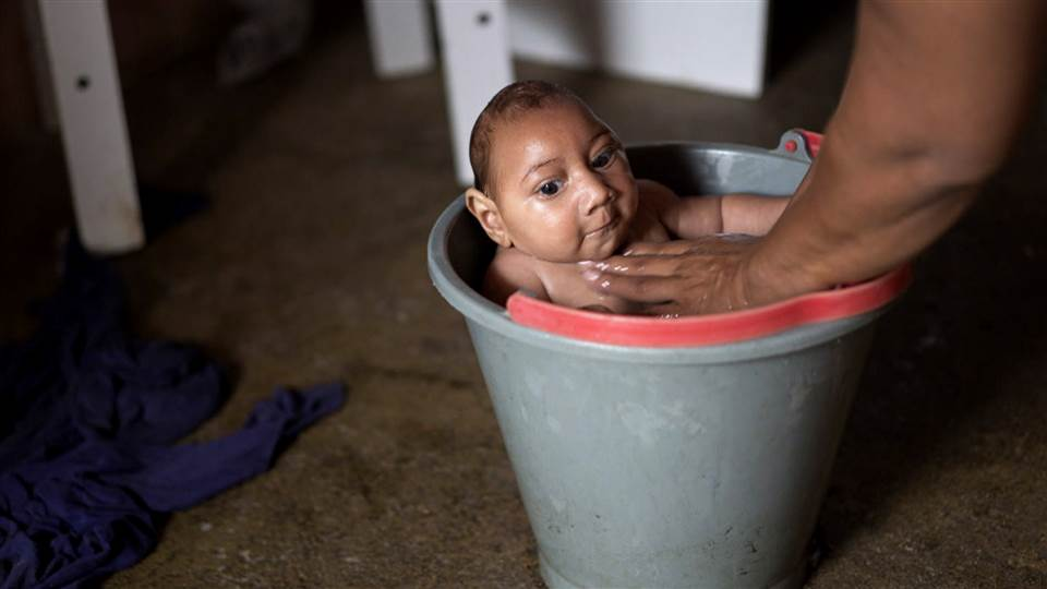El Salvador battling a Zika virus epidemic asks women to wait until 2018 to get pregnant.