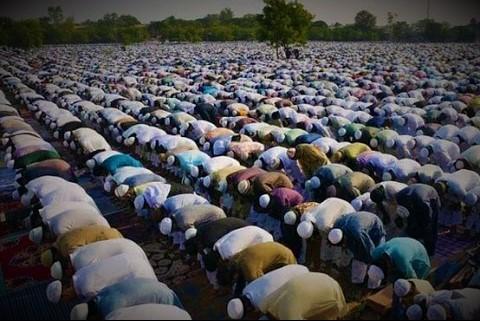 70,000 Muslim clerics issue fatwa against Isis, the Taliban, al-Qaeda andothers.