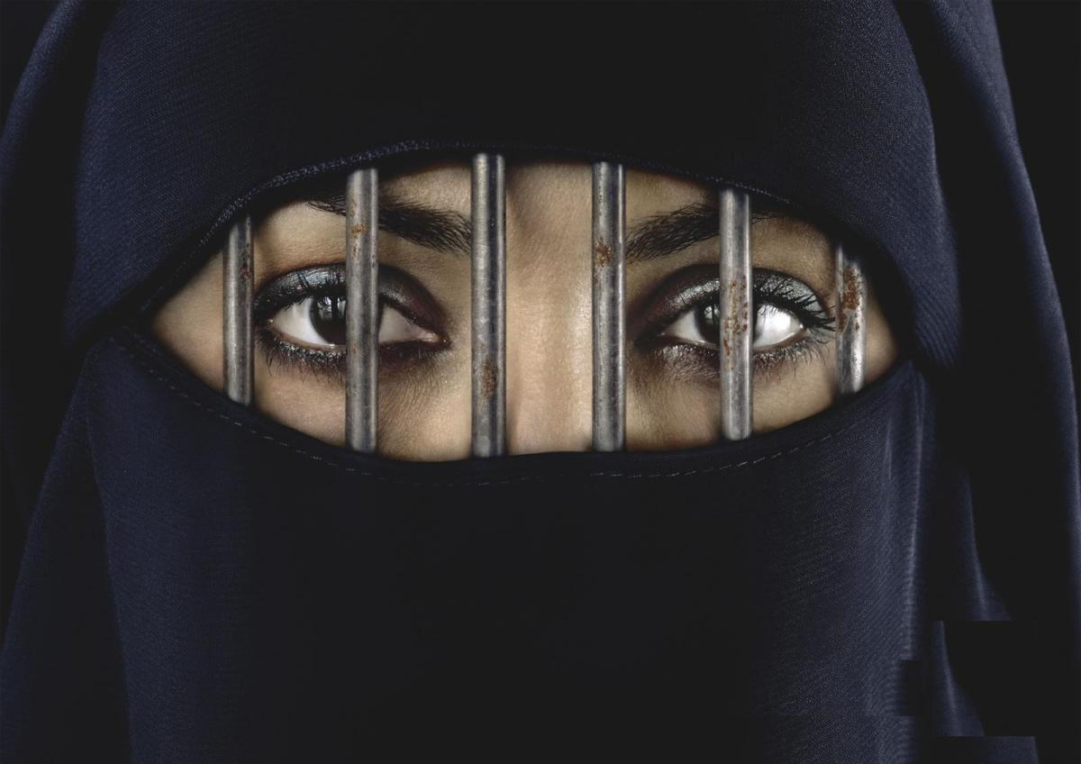 Saudi Arabia: Gang Rape Victim Sentenced to 200 Lashes & Six Months in Jail.
