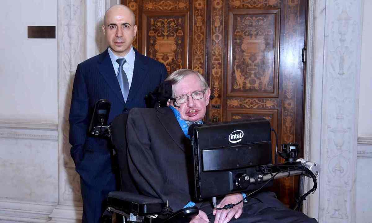 Stephen Hawking and Russian billionaire launch $100m star voyage.