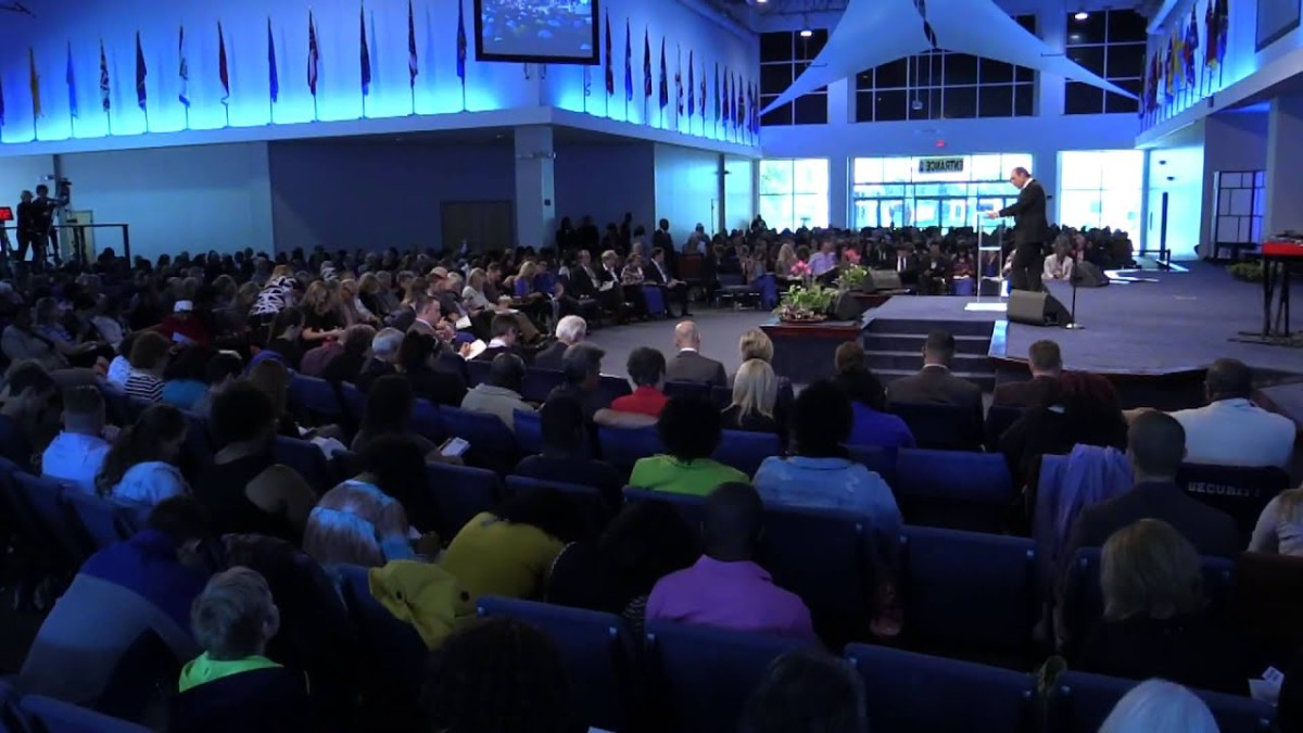 Florida church packed with worshipers doesn't care about social distancing.
